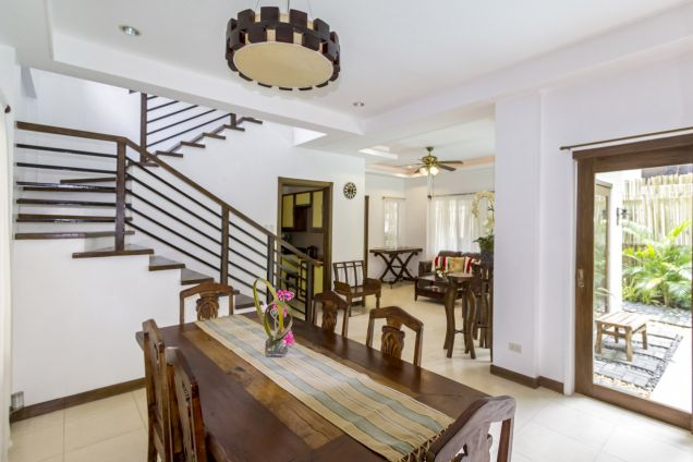 4 Bedroom House with Swimming Pool for Rent in Maria Luisa Park - 1