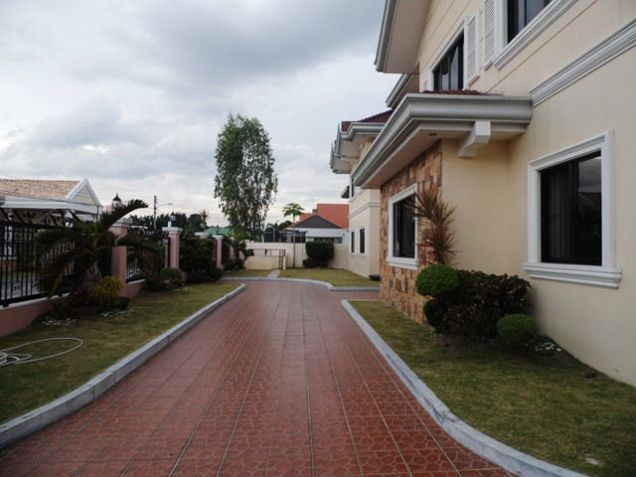 House and lot w/ 7 Bedroom & Pool for rent for P180K - 1