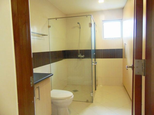 House for Rent in Banilad, Cebu City 4-Bedrooms unfurnished with air-condition units - 5