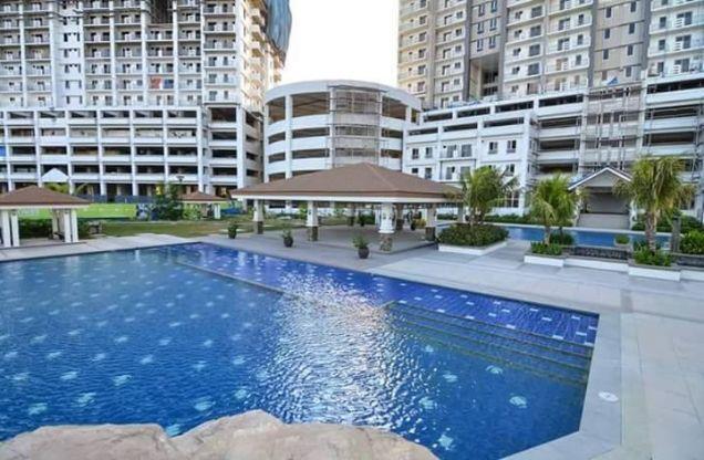 Condo Quezon City area near SM North Zinnia Towers 3 Bedrooms condo - 0