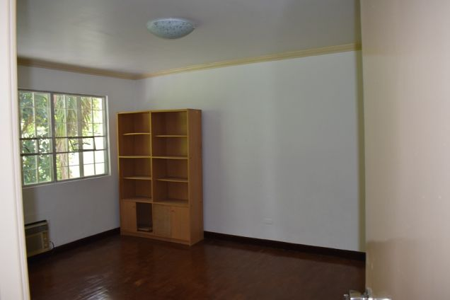 5 bedrooms Furnished  Townhouse  with Fiber optic ready @Php50k - 4