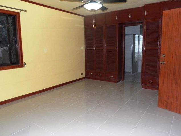 Bungalow House with 3 Bedroom For Rent near SM Clark -38K - 9