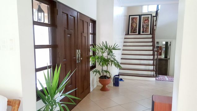 Beautiful 4 Bedroom House with Swimming Pool for Rent in Maria Luisa Estate Park - 8