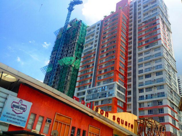 For Sale Condominium Studio Unit near Ortigas, Makati and Greenhills Mandaluyong Pioneer - 1
