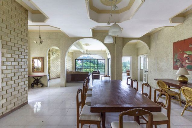 Spacious 5 Bedroom House with Swimming Pool for Rent in Maria Luisa Park - 3