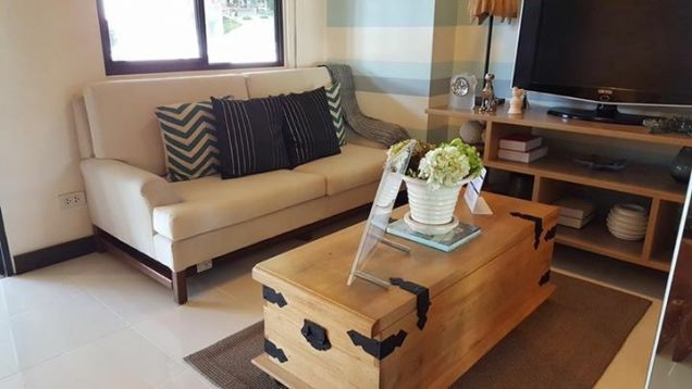 Cheap 1BR Ready to Move-in 10percent Downpayment near SM North Trinoma LRT MRT - 0