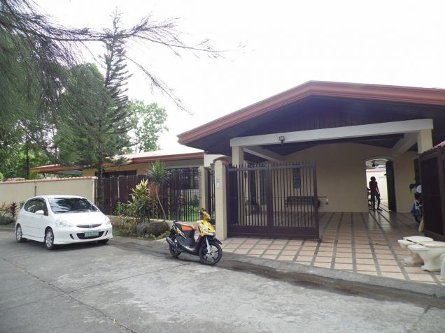Spacious Bungalow House with swimming pool for rent - P75K - 0