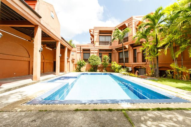 6 Bedroom House with Swimming Pool for Rent in North Town Homes - 2