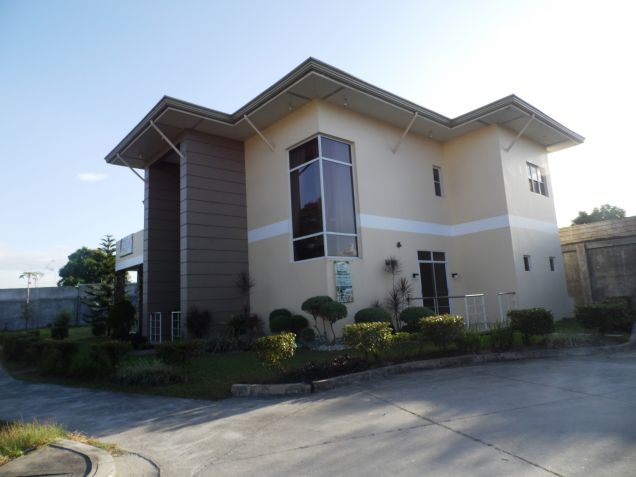 2-StoreyFurnished House & Lot For Rent In Hensonville Angeles City W/Golf Course ,Lawn Bowling Ect. - 0