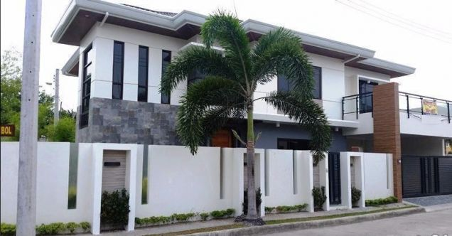 House and lot with 4 bedrooms & swimming pool in Angeles FOR RENT @130K - 5