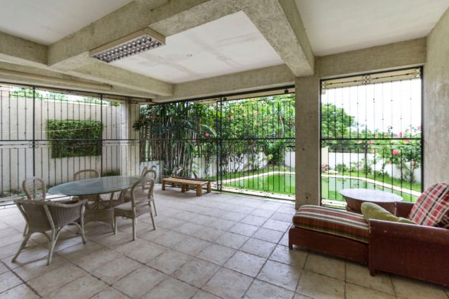 Spacious 5 Bedroom House with Swimming Pool for Rent in Maria Luisa Park - 7