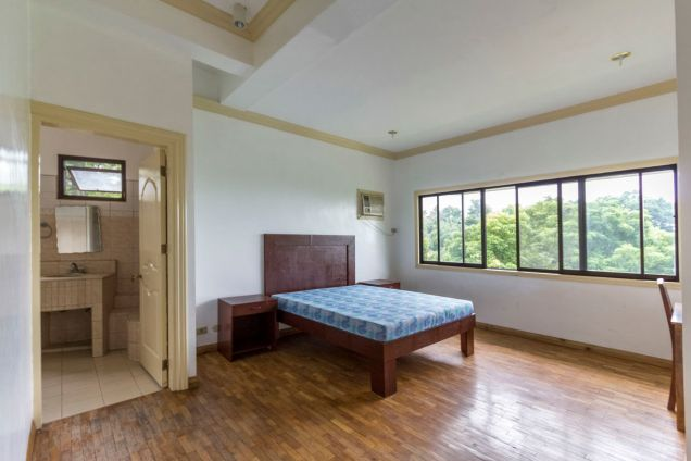Spacious 5 Bedroom House with Swimming Pool for Rent in Maria Luisa Park - 4