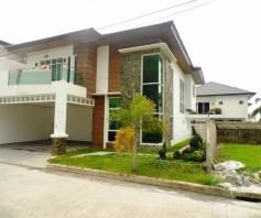 W/ private swimming pool 2 Storey House & Lot For RENT In Hensonville Angeles - 0