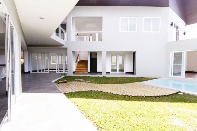 New Spacious 4 Bedroom House with Swimming Pool for Rent in Maria Luisa Park - 5