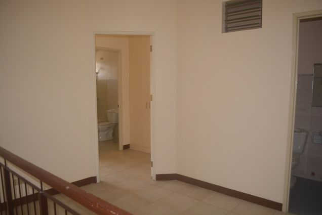 Corner townhouse unfurnished with 3 bdrms near UP and Jy square P28K - 3