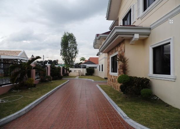 Think Big! HOUSE & LOT with 7 bedrooms & pool FOR RENT ! @180k - 0