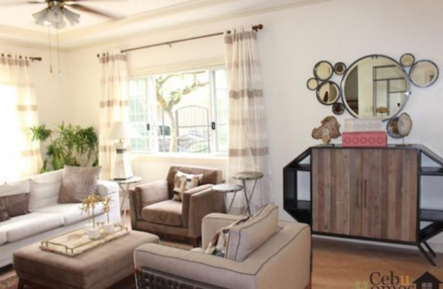 For Rent Three Bedrooms Townhouse in Villa Terrace - 2